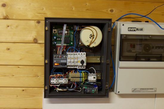 The YoctoHub-Ethernet and the  Yocto-Relay are hidden in the corner of the control panel